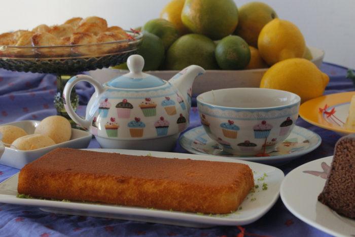 Gâteau et théière